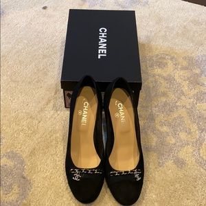 Beautiful Chanel Navy Blue Suede Heels